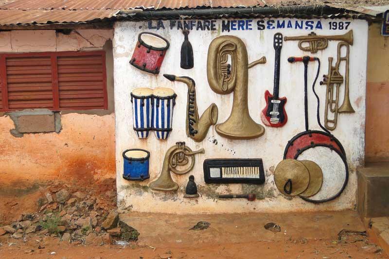 Facade_with_Musical_Instruments-Abomey-Benin